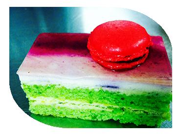 macarron individual cake dessert